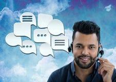 Kundenbetreuungsservice-Mann mit Chatblasen Lizenzfreies Stockbild