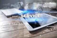 Kundendienst und Verhältnis-Konzept Die goldene Taste oder Erreichen für den Himmel zum Eigenheimbesitze lizenzfreie stockfotografie