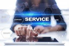Kundendienst und Verhältnis-Konzept Die goldene Taste oder Erreichen für den Himmel zum Eigenheimbesitze lizenzfreie stockfotos