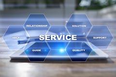 Kundendienst und Verhältnis-Konzept Die goldene Taste oder Erreichen für den Himmel zum Eigenheimbesitze stockfotografie