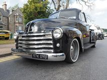 Kundengebundenes Chevrolet-` 1953 brachte Design ` Kleintransporter im Schwarzen voran stockfoto