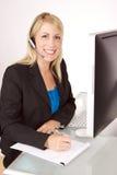 Kundenkontaktcenter-Mädchen Stockfoto