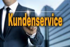 Kundenservice et x28 ; dans le client allemand Care& x29 ; l'écran tactile est actionné Images libres de droits
