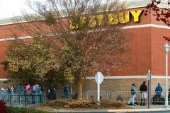 Kundline Up på Best Buy för Black Friday shopping Arkivfoto