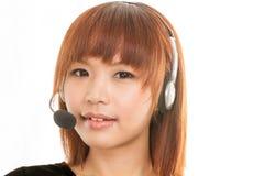 Kundomsorgoperatör med hörlurar med mikrofonmikrofonen Arkivfoton
