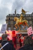 kundutbildningshjälpmedel anti franska glada paris protesterar upp Arkivfoto