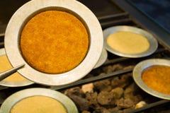 Kunefe turco, kunafa, kadayif con la polvere del pistacchio e formaggio del dessert fotografia stock libera da diritti