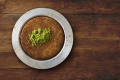 Kunefeh traditioneel Turks dessert op de mening van de lijstbovenkant Royalty-vrije Stock Fotografie