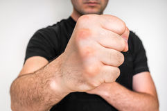 Kung fu战斗机用强的手和握紧拳头 免版税库存照片