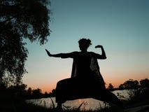 Kung fu kobieta w haremowych spodniach Obrazy Royalty Free