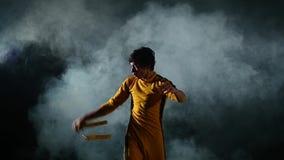 Kung-fu ou karaté de pratique d'homme Participation principale clips vidéos