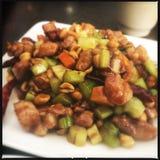 Kung Pao Chicken auf Platte Lizenzfreie Stockfotografie
