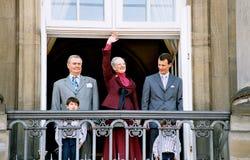 KUNGAFAMILJEN PÅ AMALIENBORG-SLOTTEN BALACONY Royaltyfria Bilder
