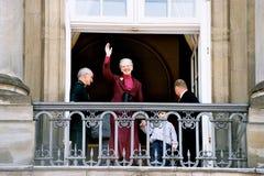 KUNGAFAMILJEN PÅ AMALIENBORG-SLOTTEN BALACONY Royaltyfri Fotografi