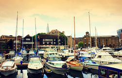 Kungarike för St Katharine Docks Marina London United Royaltyfria Bilder