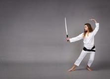 Kungfu met katana op hand stock afbeelding