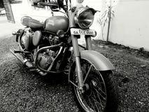 Kunglig Enfield cykel Royaltyfri Foto