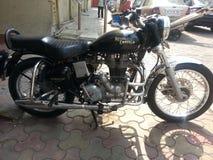 Kunglig Enfield motorcykel Arkivbilder