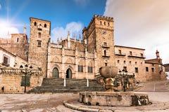 Kunglig kloster av Santa Maria de Guadalupe, landskap av Caceres, Extremadura, Spanien arkivfoto