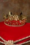 Kunglig krona på kudden Fotografering för Bildbyråer