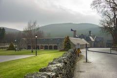 Kunglig Lochnagar spritfabrik Aberdeenshire Skottland, UK royaltyfri foto