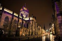 Kunglig Mile i natten. Edinburgh Skottland Fotografering för Bildbyråer