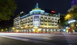 Kunglig natt för arkitekturslott med fransk arkitektonisk stil Royaltyfri Fotografi