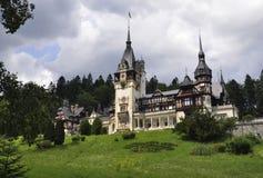 Kunglig Peles slott från Sinaia i Rumänien Fotografering för Bildbyråer