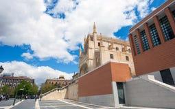 Kunglig personkyrka för St Geromimo på en vårdag, Madrid Fotografering för Bildbyråer