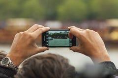 Kunglig pråm till och med en mobiltelefonkamera Arkivbild