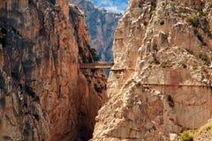 Kunglig slinga (El Caminito del Rey) i klyftan Chorro, Malaga provin Royaltyfri Bild