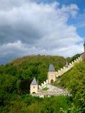 Kunglig slott Karlstejn i Tjeckien Royaltyfria Bilder