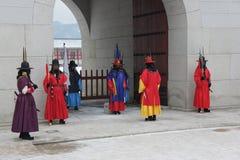 Kunglig vakt Changing Ceremony, Gyeongbokgung slott Arkivfoton
