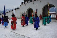 Kunglig vakt Changing Ceremony, Gyeongbokgung slott Royaltyfri Fotografi