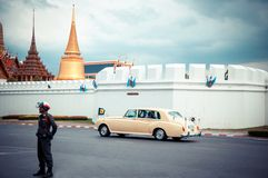 Kungliga Familyâs Rolls Royce i Bangkok Arkivfoto