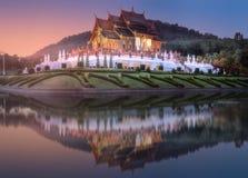 Kungliga Flora Ratchaphruek Park på solnedgången Chiang Mai arkivfoton