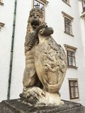 Kungliga Lion Statue, Hofburg slott i Wien Royaltyfri Fotografi