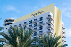 Kungligt gömma i handflatan byggnad i Miami Beach, Florida Royaltyfri Foto