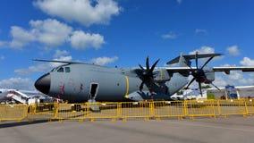 Kungligt malaysiskt flygplan för transport för flygvapenflygbuss A400m militärt på skärm på Singapore Airshow Royaltyfri Bild