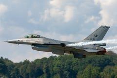 Kungligt Nederländernaflygvapen Koninklijke Luchtmacht General Dynamics F-16AM som slåss militärt strålflygplan för falk arkivfoton