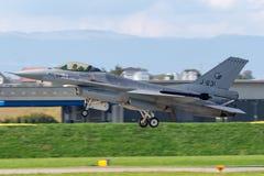 Kungligt Nederländernaflygvapen Koninklijke Luchtmacht General Dynamics F-16AM som slåss militärt strålflygplan för falk arkivfoto