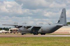 Kungligt norskt flygplan för flygvapenLuftforsvaret Lockheed Martin C-130J-30 Hercules militärt last Arkivfoton