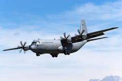 Kungligt norskt flygplan för flygvapenLuftforsvaret Lockheed Martin C-130J-30 Hercules militärt last Royaltyfri Foto
