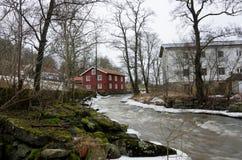Kungsbacka rzeka z zimną wodą i lodem obraz stock