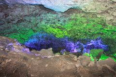 Kungur-Eis-Höhle Beschaffenheit des Felsens, umfasst mit Frost innerhalb der Höhle lizenzfreies stockbild