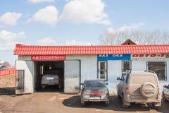Kungur Rosja, Kwiecień, - 16 2016: Samochodowa remontowa usługa Zdjęcie Stock