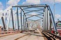 Kungur Rosja, Kwiecień, - 16 2016: Samochodu most przez ri Zdjęcia Stock