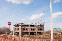 Kungur, Russland - 16. April 2016: Bau des Geschäftszentrums Stockfotografie