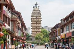 KUNMING KINA - Augusti 20 2014: Östligt tempeltorn en berömd landma arkivfoton