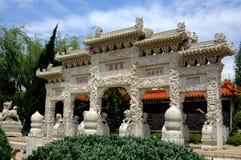 Kunming Kina: Lion Gateway på världsHorti-expon parkerar Royaltyfria Bilder